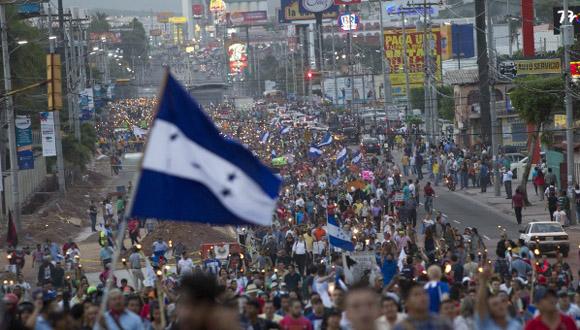 hondurec3b1os-protestan-por-la-corrupcic3b3n-gubernamental-y-la-grave-situacic3b3n-social